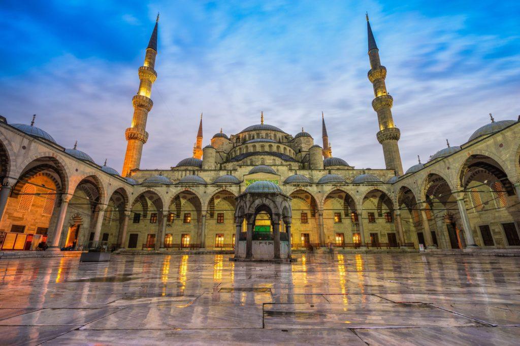 Tag på en kort flyrejse fra Istanbul til Kayseri, og tilbring 3 dage med at udforske de geologiske og historiske.