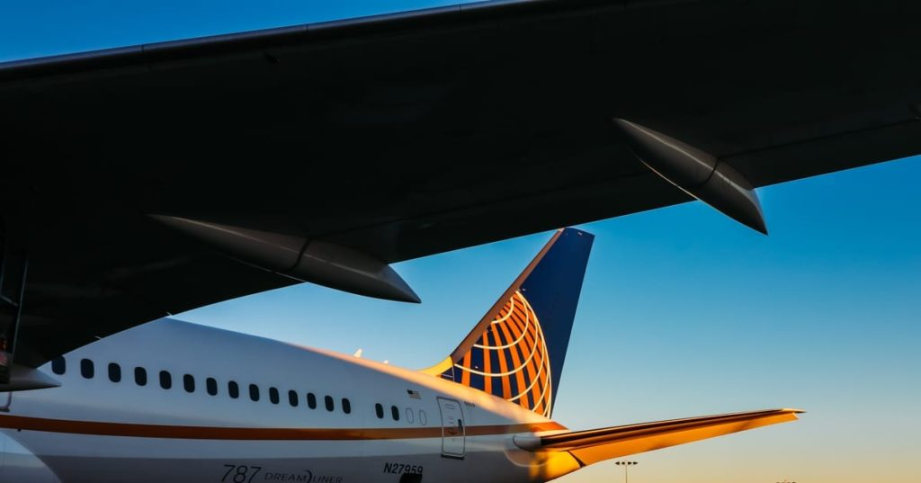 united-airlines-tail